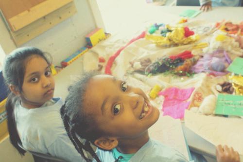 ロンドン市内のArnhem Wharf小学校でのワークショップの様子
